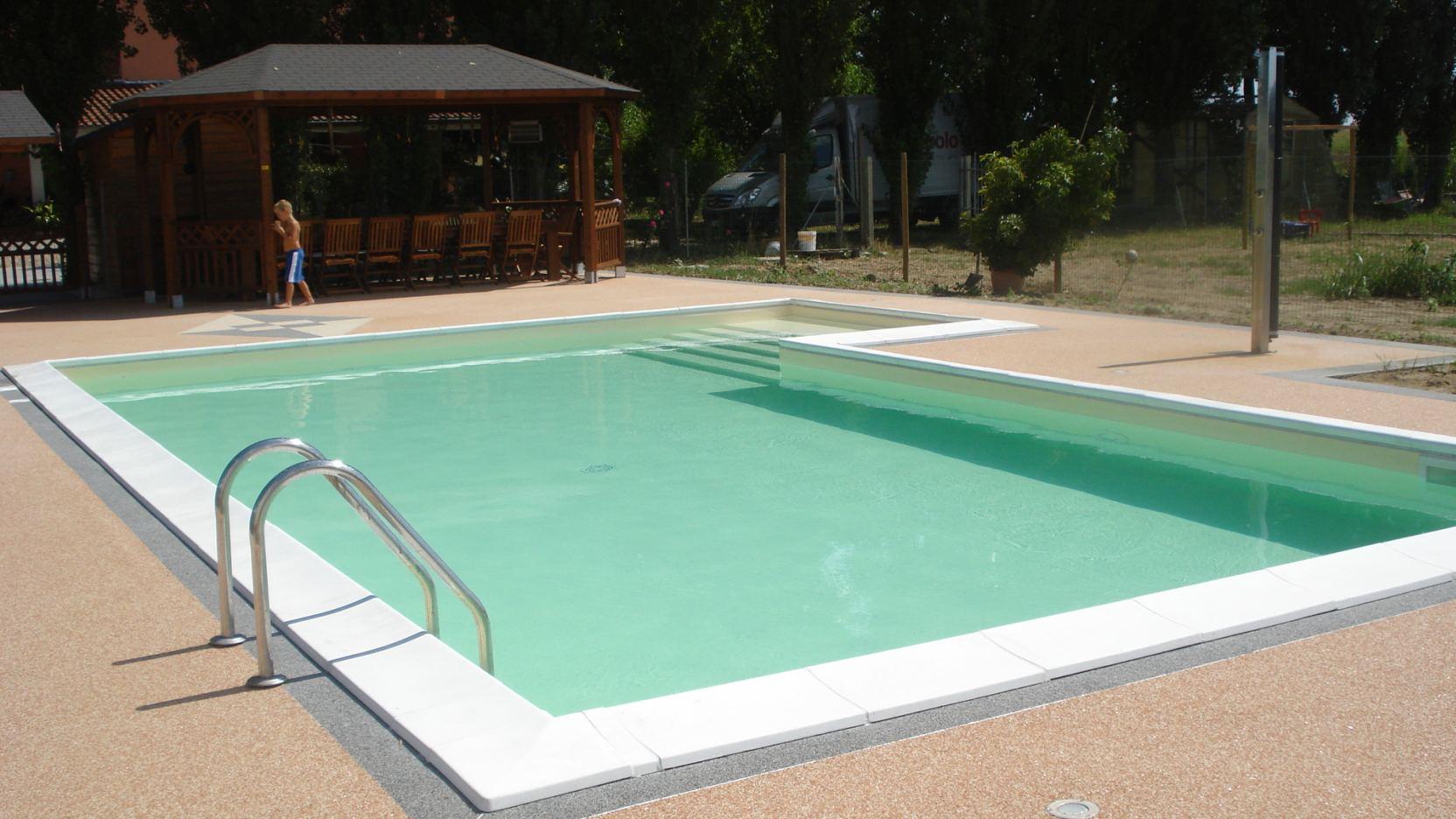 Fabbrico (2) - Casareggio Piscine: piscine, piscine mantova, costruttori di piscine