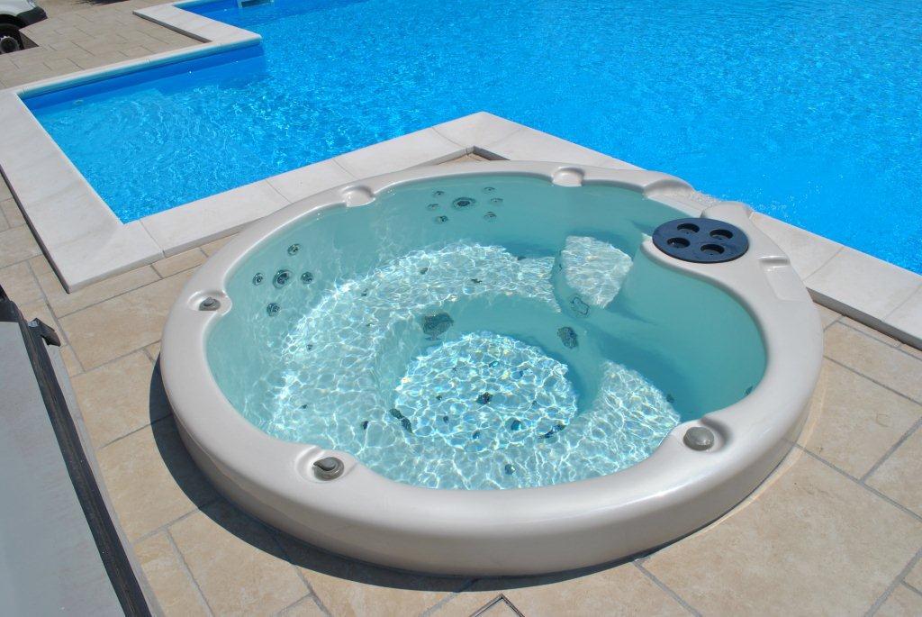 roncoferraro (1) - Casareggio Piscine: piscine, piscine mantova, costruttori di piscine